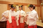 part-time-shinto-priestesses-trained-20161223-081944-637.jpg